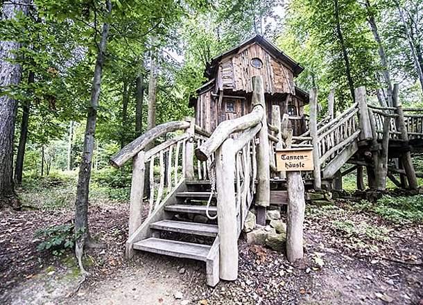 Kuće na drvetu u avanturističkom parku Tripsdrill